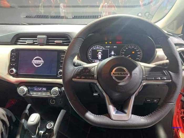 Nissan Almera ภายในห้องโดยสาร